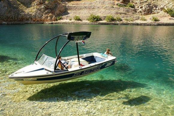 floating-Boat-Optical-Illusion.jpg