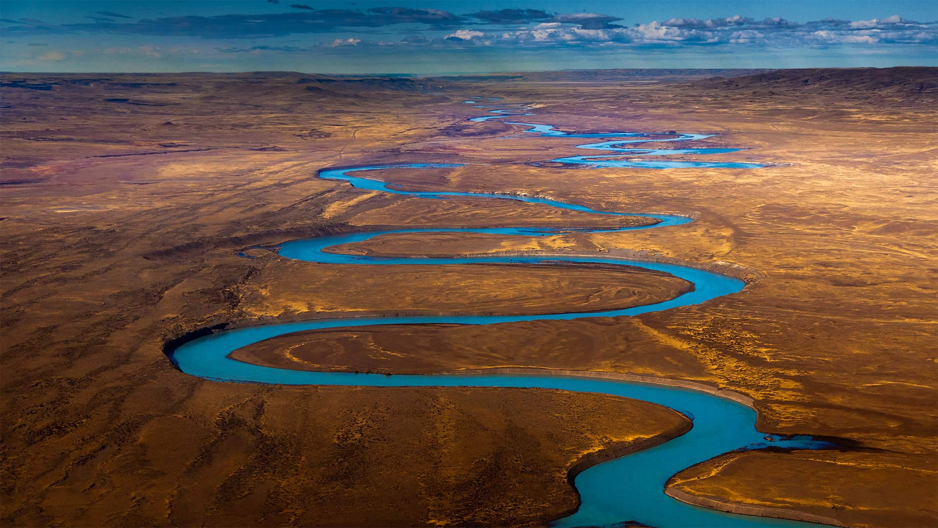 Santa Cruz River in Argentina's Patagonia region.jpg